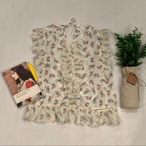 Gap floral and lace ruffle top